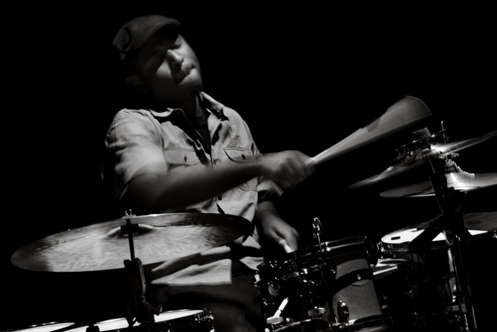 MARK COLENBURG-ROBERT GLASPER TRIO 2010.jpg